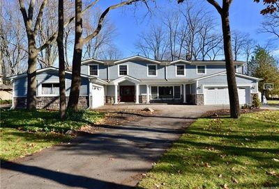 5561 Lakeview Drive Bloomfield Twp MI 48302