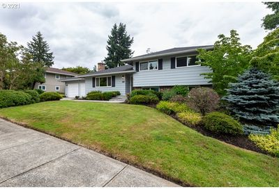 11700 SW FOOTHILL DR Portland OR 97225
