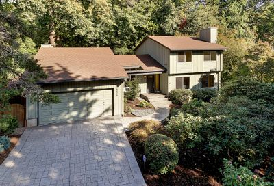 2225 SW SCENIC DR Portland OR 97225
