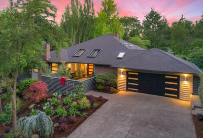 6796 SW CANYON DR Portland OR 97225