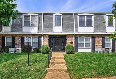 1677 Herault Place St Louis MO 63125