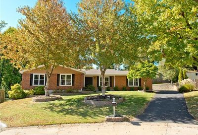 15 Leaside Court Manchester MO 63011