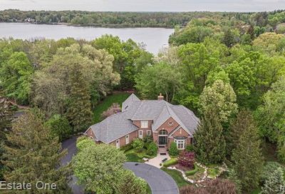 5771 Lake Ridge Drive Genoa Twp MI 48116
