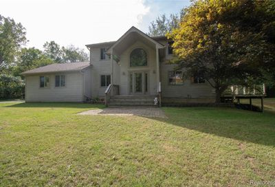 2145 Middle Road Highland Twp MI 48357
