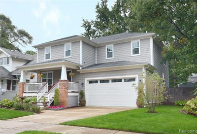 631 Saint Charles Court Royal Oak MI 48067
