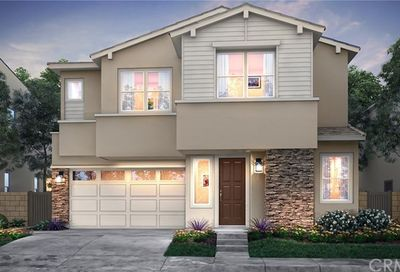 634 Athos Lake Forest CA 92630