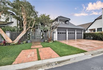 19401 Woodlands Drive Huntington Beach CA 92648