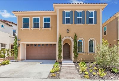22 Heron Lake Forest CA 92630