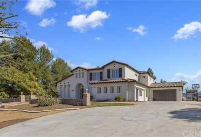 18298 Pinecone Lane Riverside CA 92504