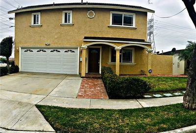 8826 Rose Street Bellflower CA 90706