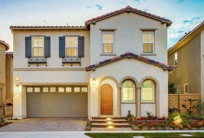 19 Heron Lake Forest CA 92630