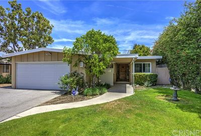 5500 Rhodes Avenue Valley Village CA 91607