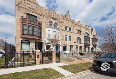 922 East 42nd Place Chicago IL 60653
