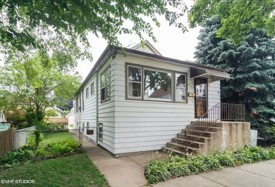 4207 West Roscoe Street Chicago IL 60641