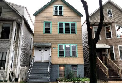 1738 West Roscoe Street Chicago IL 60657