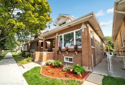 5021 North Kennison Avenue Chicago IL 60630