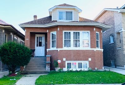 5243 West Nelson Street North Chicago IL 60641