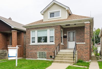 4947 West Roscoe Street Chicago IL 60641