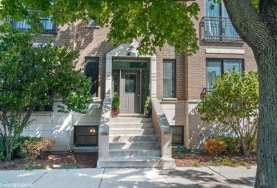 3044 West Roscoe Street Chicago IL 60618