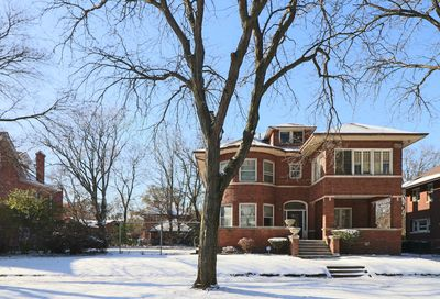 6818 South Bennett Avenue Chicago IL 60649