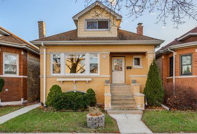 5329 West Nelson Street Chicago IL 60641