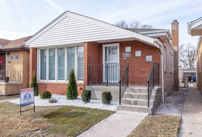 8942 South Essex Avenue Chicago IL 60617