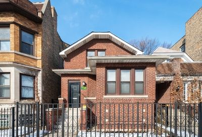1126 West Addison Street Chicago IL 60613