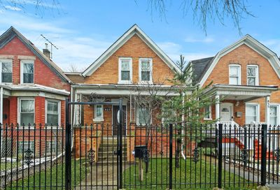 837 North Trumbull Avenue Chicago IL 60651