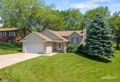 251 Easy Street Lake Holiday IL 60552