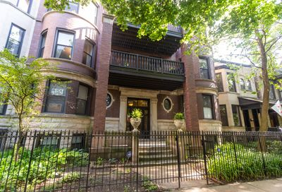 827 West Lakeside Place Chicago IL 60640
