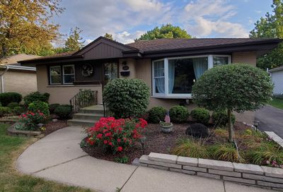 129 West Hattendorf Avenue Roselle IL 60172