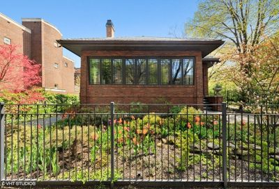 819 West Castlewood Terrace Chicago IL 60640