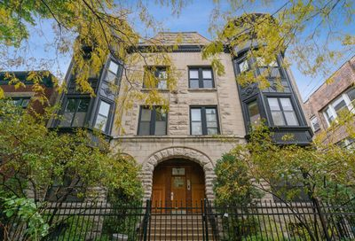 814 West Roscoe Street Chicago IL 60657