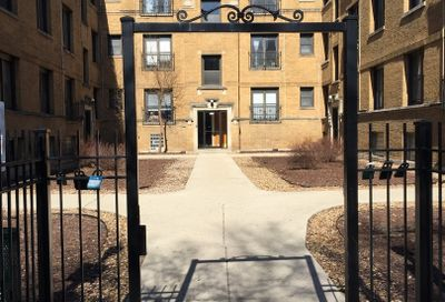 724 West Roscoe Street Chicago IL 60657