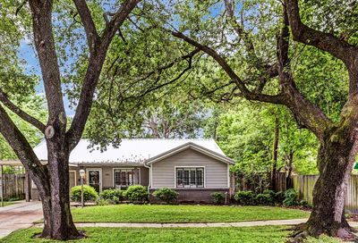 1902 Coulcrest Drive Houston TX 77055