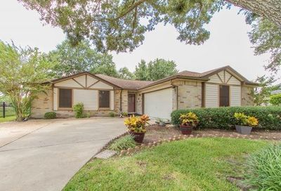 806 Thornwood Court Pearland TX 77584