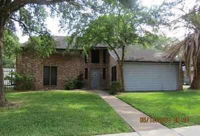 2409 SW Golfcrest Drive SW Pearland TX 77581