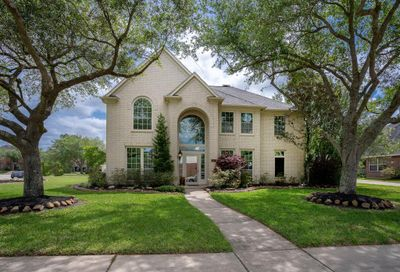 405 Meadow Trail Lane Friendswood TX 77546