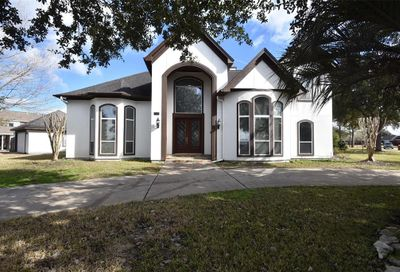1601 Country Club Drive Friendswood TX 77546