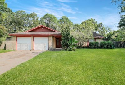 311 Colonial Drive Friendswood TX 77546