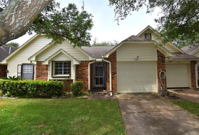 646 W Country Grove Circle Pearland TX 77584