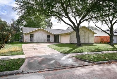 2107 Willow Boulevard Pearland TX 77581