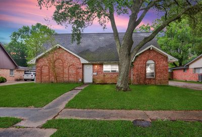 2206 S Fisher Court Pasadena TX 77502