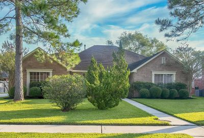 1905 Willow Lake Drive Pearland TX 77581