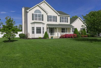 7 Barberry Ln Center Moriches NY 11934