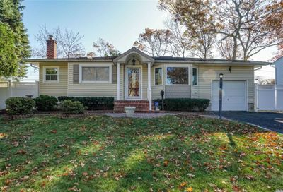 28 Sherbrooke Dr Smithtown NY 11787