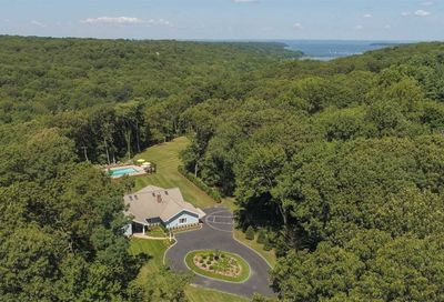 15 Eastwoods Dr Cold Spring Hrbr NY 11724