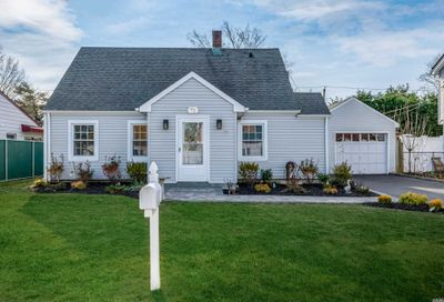 72 Periwinkle Rd Levittown NY 11756