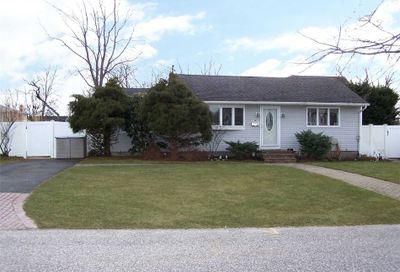 4 Noble St Blue Point NY 11715