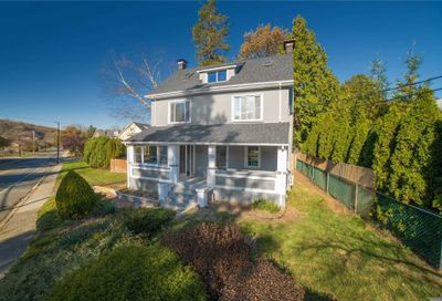 105 Berry Hill Rd Oyster Bay NY 11771